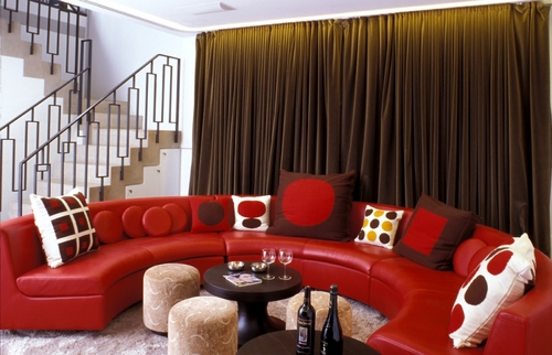 Decoration salon moderne noir et rouge alltag25 - Salon noir blanc taupe ...